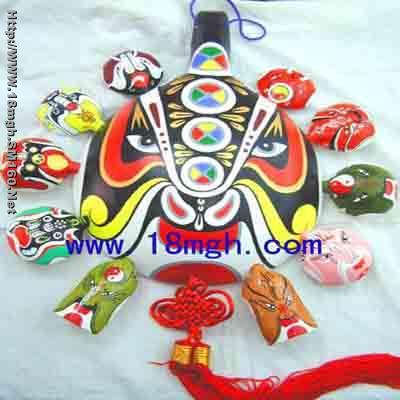 我们生产销售陕西特色民间工艺品,泥塑,马勺脸谱,剪纸,农民画