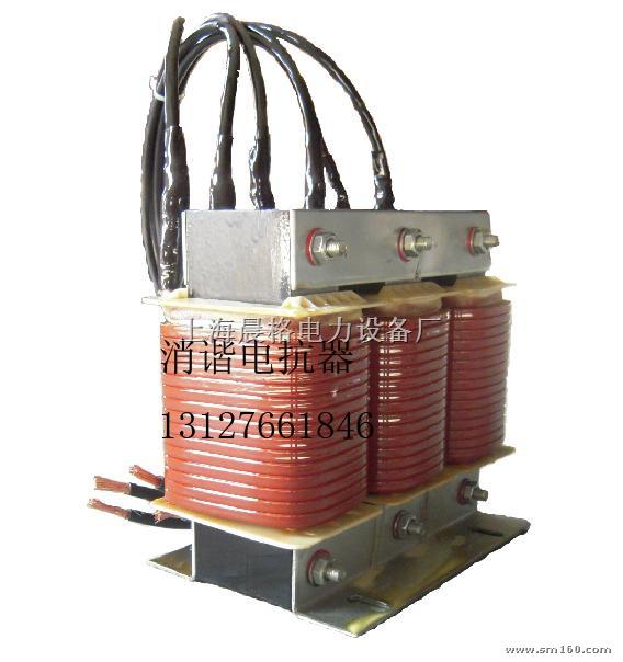 用途 CKSG该系列干式铁芯串联电抗器用于低压无功补偿柜中,与电容器相串联,当低压电网中有大量整流、变流装置等谐波源时,其产生的高次谐波会严重危害主变及其它电器设备的安全运行。电抗器与电容器相串联后,能有效地吸收电网谐波,改善系统的电压波形,提高系统的功率因数,并能有效地抑制合闸涌流及操作过电压,有效地保护了电容器。符合国家、国际标准GB10229-88、JB5346-1998、 二、 结构特点 1.