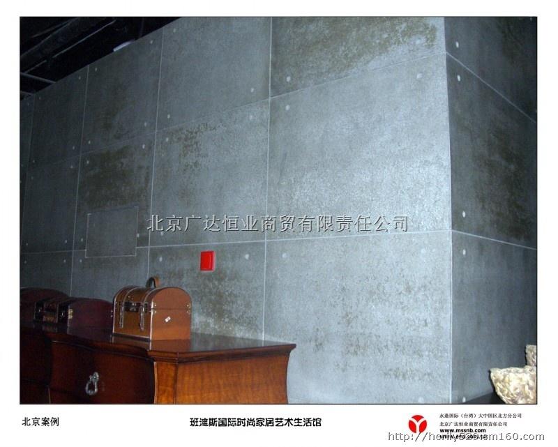 产品名称:viva木丝水泥板 产品说明:北京广达恒业商贸有限责任公司负责台湾永逢企业股份有限公司产品在大陆区域的销售与服务,秉承永怀顾客情,逢友满天下的企业宗旨,专业经营:VIVA木丝水泥板、FOREX美岩水泥板、外墙挂板、吸音板等系列新型环保装饰材料。 木丝水泥板可应用场所:办公楼、别墅、餐厅、酒店、咖啡厅、服装专卖店、全国连锁店、博物馆、火车站等场所。 木丝水泥板特征: 1.