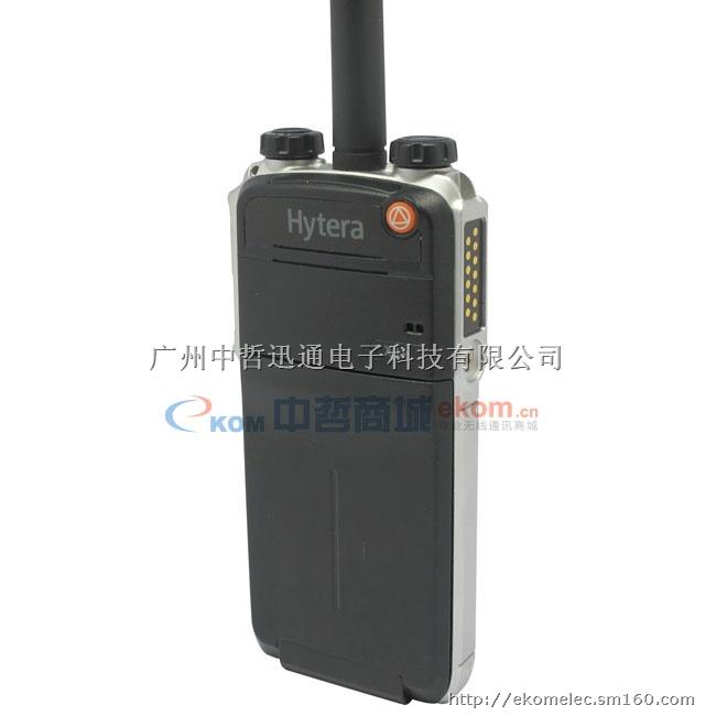 中哲商城(EKOM.CN)提供海能达数字对讲机X1e按照DMR数字标准,全新推出全球最薄、最小的隐藏式海能达对讲机X1e,海能达数字对讲机X1e采用锲密式结构设计,海能达数字对讲机X1e厚度仅为18mm,机身牢固,手感舒适,配合专业耳机,海能达数字对讲机X1e易于轻松携带及使用;内置蓝牙及开放的USB接口,为二次开发及丰富应用提供便利;同时具备IP67高防护等级,使您在任何恶劣工作环境下可正常使用。