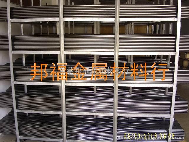 产品特点:因为没有经过退火处理,其硬度很高(HRB大于90),机械加工性能极差,只能进行简单的有方向性的小于90度的折弯加工(垂直于卷取方向)。 应用范围: (1)退火后加工成普通冷轧; (2)有退火前处理装置的镀锌机组加工镀锌; (3)基本不需要加工的面板。 常用钢号 CDCM - SPCC (SPCD、SPCE、ST12、ST13、ST14、BLC、BLD、BUSD、BUFD、BSUFD等),但其性能基本相同。 3、普通冷轧; 4、镀锌; 5、镀铝锌:是采用连续熔融镀层工艺把55%的铝和43.
