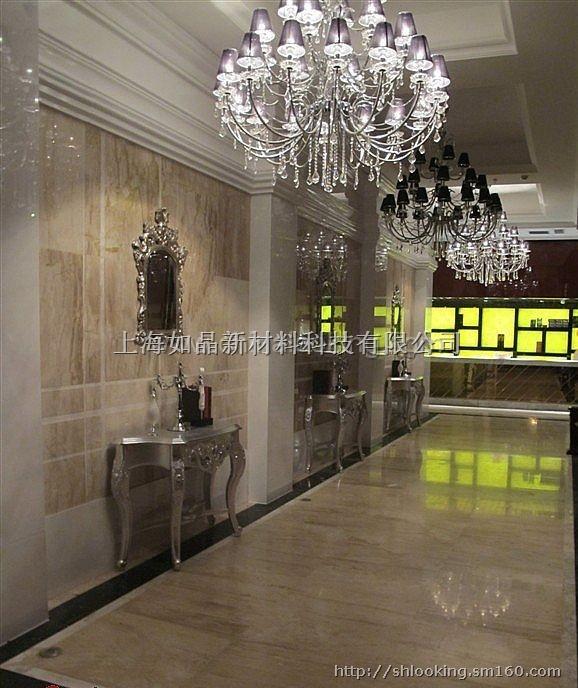 如晶艺术饰材是产于上海的一种高档的新型环保材料。它造型丰富,色彩鲜艳,可随意定制造型,彻底突破传统墙材在造型、色彩、使用年限等方面的局限性,如晶产品打破传统装饰新概念。同时,它又具有防火、防菌、防水、节能、环保、抗老化、安装方便等卓越特性。由于如晶板出产前已经过防静电处理,表面不沾染尘埃,基本不需维护。