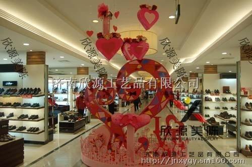 """珠宝首饰,巧克力不仅是西方情人节的热销品,也同样是""""七夕节""""情人间"""
