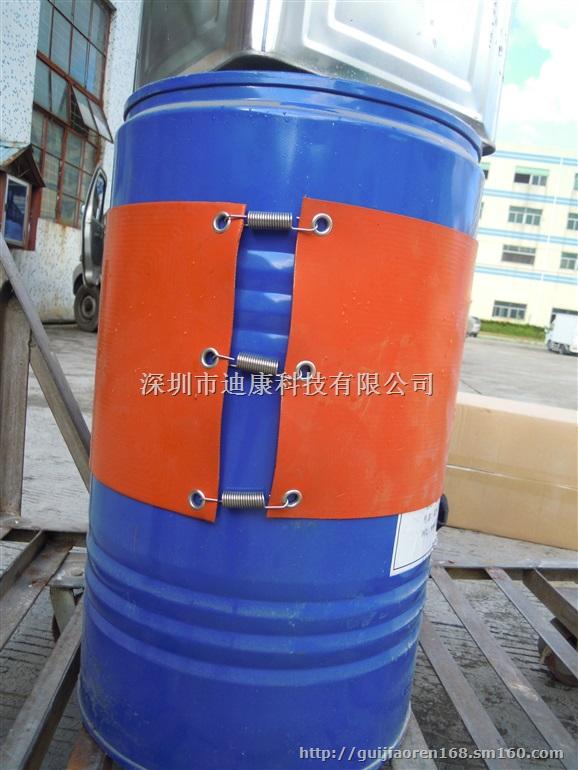 油桶加热带简介:油桶加热带是硅胶加热带的一种。采用硅胶加热膜的柔软特性、可弯曲特性,在加热板的两边;预留孔位铆上金属扣,用弹簧扣在桶体、管道、罐体上。安装方便、快捷。可使硅橡胶加热板利用弹簧的拉力紧贴在被加热部位,加热迅速,热效率高。油桶加热带通过加热使桶内的液体、凝固物容易取出,如桶内的粘接剂、油脂、柏油、油漆、石蜡、油和各种树脂原料,通过桶体加热,使其粘度下降均匀,减轻泵的功力.因此,此装置不受季节影响可常年使用。油桶加热带表面安装传感器,通过温度调节直接控制温度。 产品规格: