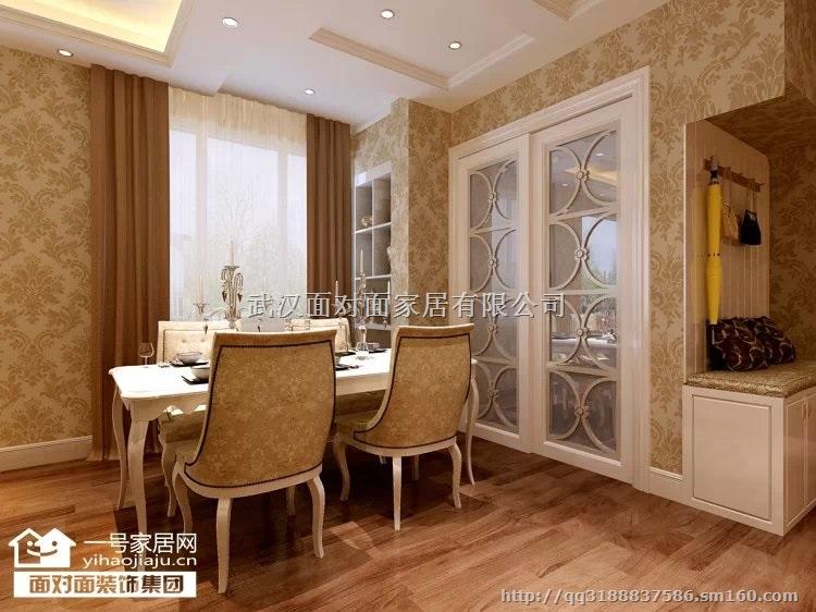 简约欧式继承了传统欧式的装饰特点,吸取了其风格的形神特征,再设计上追求空间变化的连续性和形体变化的层次感,室内多采用带有图案的壁纸地毯窗帘床罩和饰画,体现华丽的风格,家具门窗多漆为白色。简约欧式在传统欧式风格的基础上,以简约的线条代替复杂的花纹,采用更为明快清新的颜色,既保留了传统欧式的典雅与豪华,又更适应现代生活的休闲与舒适。