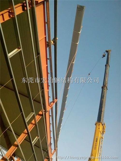 地面钢结构横梁一般采用立柱顶部支撑,安装较方便.