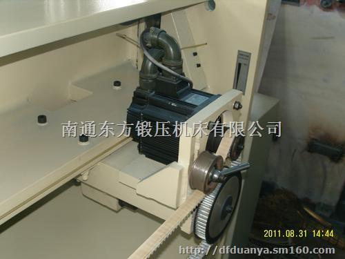 3,剪板机在剪切过程中打开压力表开关,观察油路压力值,剪12mm板时