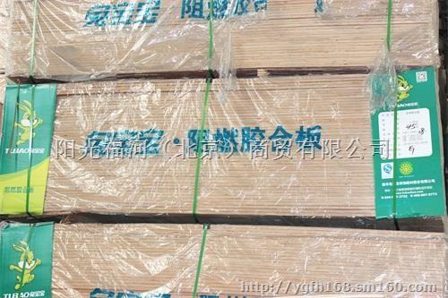 中国是公认的五金产品制造大国,其背景是中国劳动力资源丰富而且廉价,但产品却技术含量低,需要由制造者向创造者转变。1流的产品销往欧美,次品国内销售,中国五金企业需要生产自己掌握核心技术的产品。   五金需求维持长期增长态势   目前,木门五金业除了重视产品质量、品牌意识加强、营销宣传和科技创新力度加大,还出现了低碳热,未来木门五金将更加追求低碳、节能、绿色、环保。国际模具及五金塑胶产业供应商协会秘书长罗百辉表示,今后木门五金行业必将大量采用具有低碳技术特征新型材料。   新型节能、环保五金产品市场需求将维持