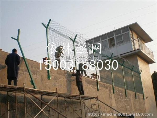 青岛1.8米高双边丝热镀锌喷塑看守所巡道防护网价格