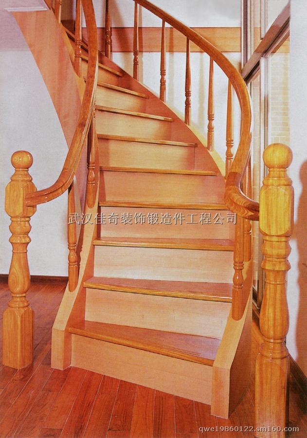 武汉佳奇铁艺(梯艺)之欧式风格实木楼梯