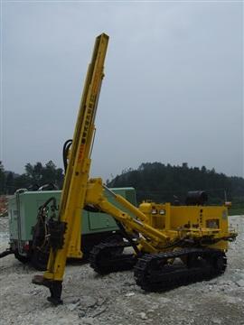 CM458履带式液压跟管锚固钻机