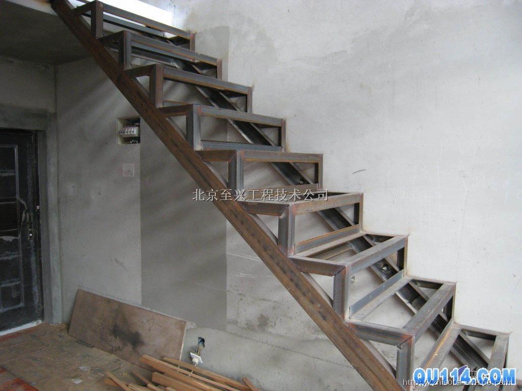 北京至兴公司专业制作焊接钢结构楼梯室内阁楼楼梯,钢木楼梯,旋转