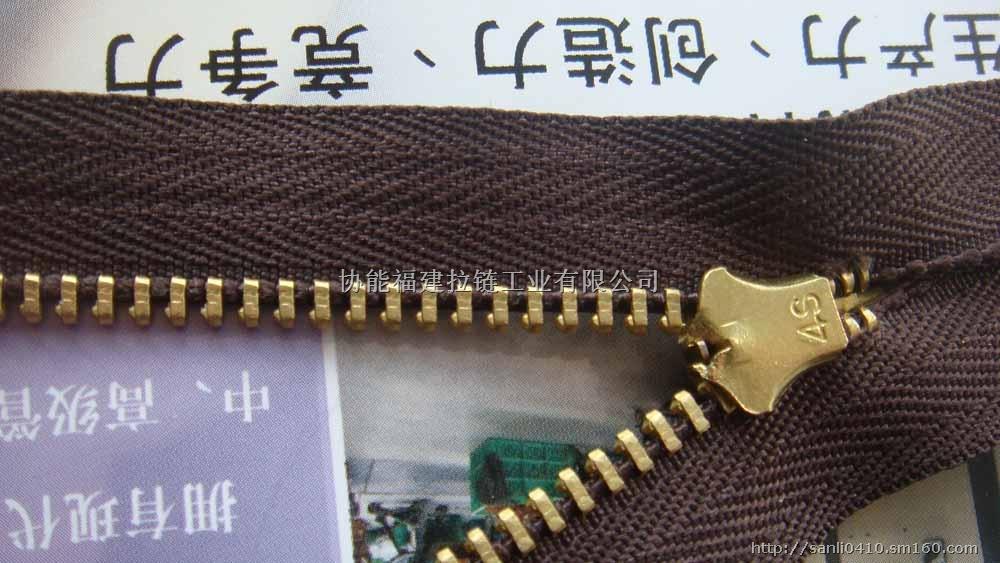 产品规格: 4#金属拉链 19CM 是否现货:是,可订单 交期:12天左右,具体详谈(好产品,需时间打造!) 颜色尺寸:任意颜色任意尺寸 我们首页链接:http://www.zipper-sanli.com 我们网店链接:http://sanlizp.cn.alibaba.com 4#金属拉链 19CM 恭喜您找到了中国拉链行业的始祖-三力拉链,我们从1967年在台湾台北几个人成立之初就立志做世界品牌,民族骄傲的拉链品牌,于是我们南征北战,先后在美国,德国,日本设工厂,成为中国最早国际化的拉链制造公司!