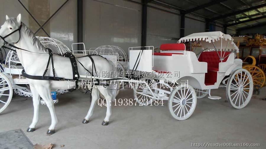 白色马车|马拉车|公主车尺寸:长*宽*高(),可根据客户需要修改尺寸大小。 花型:特殊铁艺花型。(采用全金属手动扭曲、折弯、圈圆、压条、折扣、手动金属剪) 结构:用料为Q235B钢材结构车架,全金属焊接,线条流畅、优美。 座位:根据车型前座一般为1~2人,中座1~3人,后座1~3人。 车座:优质钢板、方钢、受压件部分如车轴部位用料为40铬(CR)全金属焊接结构。 转向:采用特制进口大轴承。 刹车:脚踏式液压刹车、手刹。 减震:马车专用无声优质减震器。 车轮:自行设计,并与国外车轮生产厂家合作订做使用进口车
