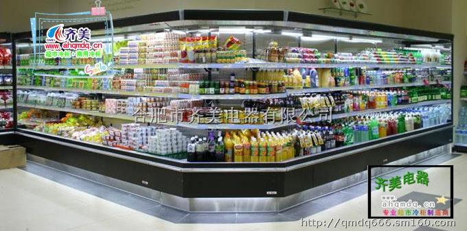 像卤菜卤凤爪这一类的熟食如果没有很好将它放置在冷藏展示柜中进行冷冻保鲜的话相比较而言是比较容易变质的,而放置在冷藏展示柜中的时间也不宜超过半个月,如果超过半个月的话它的口味也是会发生很大的变化的,而放置在自家家用冰箱的话最多保存一个星期,那么我们该如果掌握它的保存技巧呢? 如果想要长时间的保存好卤菜卤凤爪这类熟食的话,可以在冷冻前对凤爪进行彻底灭菌,加上合适的防腐剂,再低温冷冻,一般也就一年左右的保质期。这种环境下冷藏的鸡爪自身不会有太大的变化,可能就只是脂肪发生氧化,蛋白质变性,组织结构被冰晶体破坏。而
