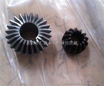 進口國產雙面刨升降齒輪壓料鏈條減速機