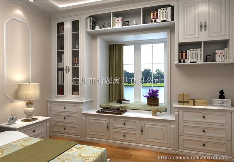 健康家居环境,提高生活质量,您的专属飘窗柜整体书柜,由韩森派专业设计制作出品 简洁文雅的暖白色柜子搭配上罗马柱,整个欧式风格家居的味道就完全体现出来了。 简单大气不高调奢侈 来吧,咨询我们,让我们来为您制作精品飘窗柜韩森派家具