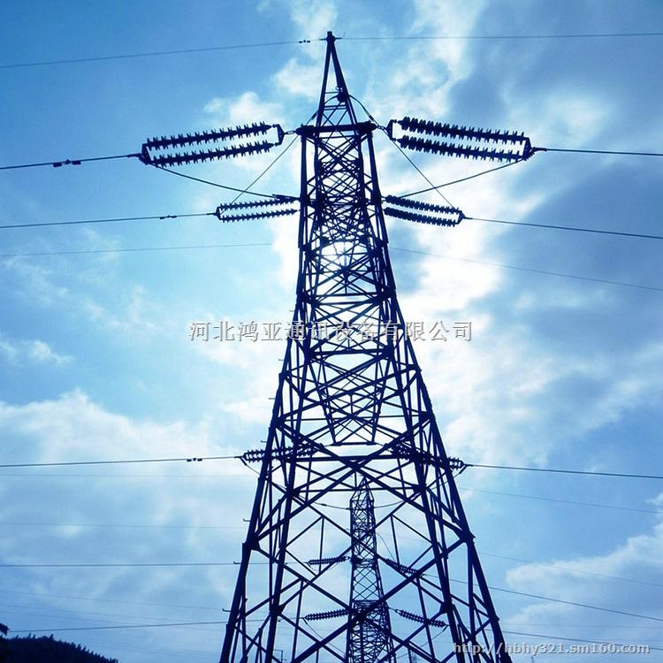 输电线路铁塔,按其形状一般分为:酒杯型、猫头型、上字型、干字型和桶型五种,按用途分有:耐张塔、直线塔、转角塔、换位塔(更换导线相位位置塔)、终端塔和跨越塔等,它们的结构特点是各种塔型均属空间桁架结构,杆件主要由单根等边角钢或组合角钢组成,材料一般使用Q235(A3F)和Q345(16Mn)两种,杆件间连接采用粗制螺栓,靠螺栓受剪力连接,整个塔由角钢、连接钢板和螺栓组成,个别部件如塔脚等由几块钢板焊接成一个组合件,因此热镀锌防腐、运输和施工架设极为方便。对于呼高在60m以下的铁塔,在铁塔的其中一根主材上设置