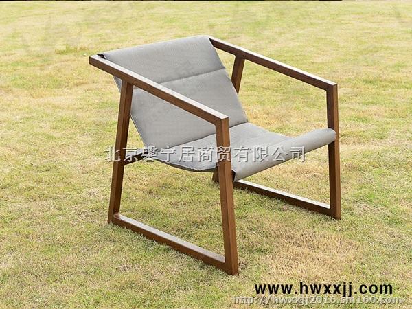 特斯林几何桌椅 型号:椅BMLQ16108 桌BML16225 规格:椅710*630*690mm 桌560*500mm 材质:铝合金框架+特斯林 特点:此款馨宁居特斯林几何桌椅,主框架采用铝合金框架并刷仿木纹,坐垫和靠背采用进口高档特斯林网布,表面光滑,柔韧性好,易于清洗等优点。流线性设计,款式新颖,充分考虑人体工学的。舒适性,而且不怕晒,不怕水洗,结实,不变形,耐腐蚀,价格也很便宜,日常清洁直接用水冲洗即可! 产品广泛应用于商业广场、渡假村、别墅庭院、泳池边、体育馆、海滩、咖啡酒吧、茶座,高档休