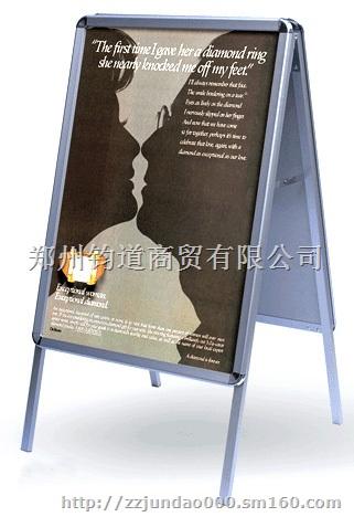 单面海报架/双面铝合金海报架  【产品优点】:此款产品广泛适用于电信