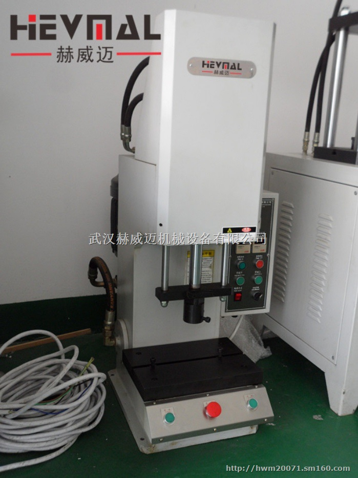 台式单柱液压机,是一种多功能的小型液压机床.图片