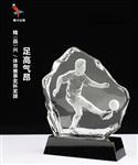 足球人物奖牌,水晶雕人像奖牌,水晶踢足球奖杯