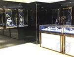 珠宝店选烤漆珠宝展柜还是亚光漆展柜