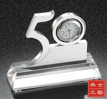適合企業成立周年紀念品、金屬開模數字獎杯定制廠家