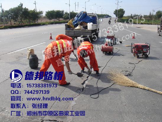 刻纹机,硬塑料刷 三,具体施工流程 1,划线:选定所需要修补的水泥路面