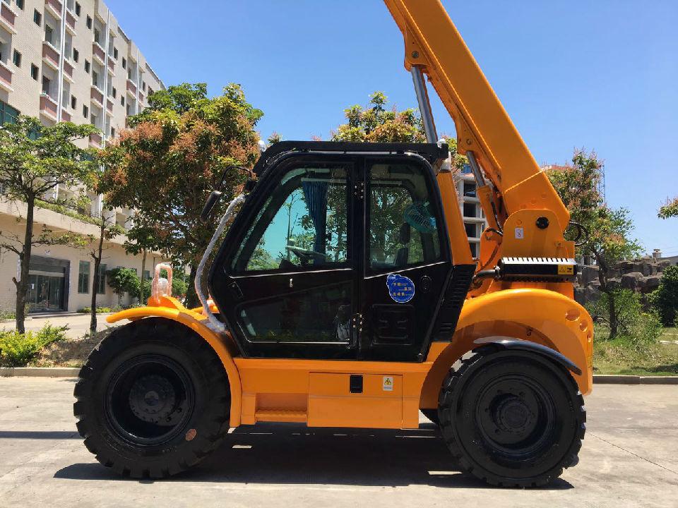 4吨伸缩臂叉车 多功能多用途多属具四驱伸缩臂叉车