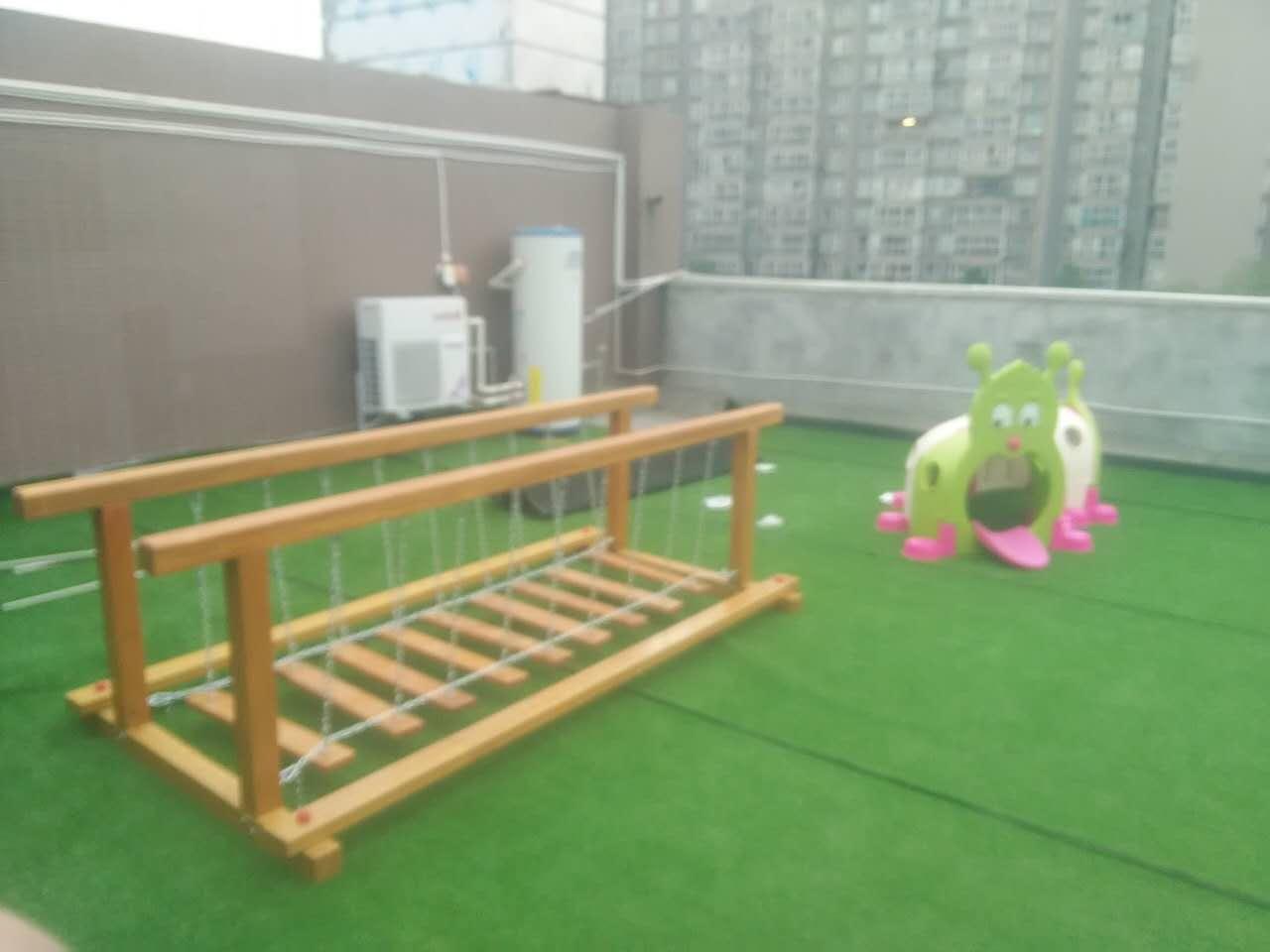 防腐木儿童滑梯厂,成都幼儿园木制滑滑梯,儿童梭梭板