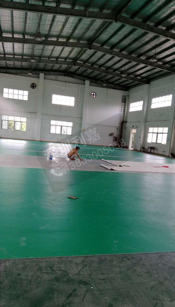 广东深圳羽毛球场地胶地板 pvc运动地板批发