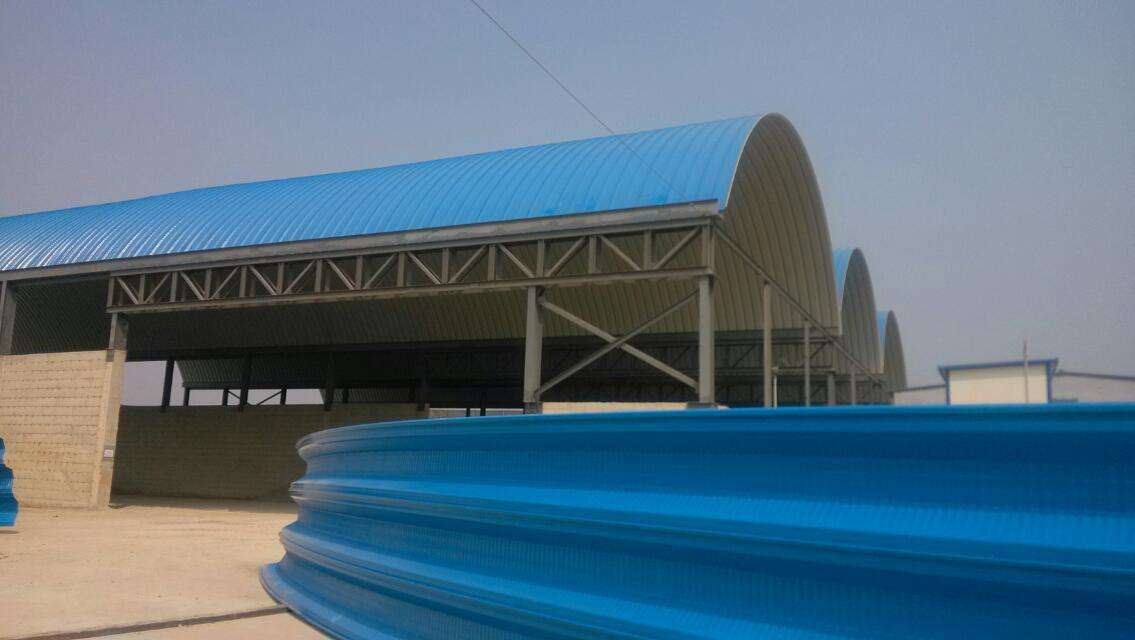 临沂拱形屋顶 彩钢无梁拱形车间厂房拱形屋面项目承包
